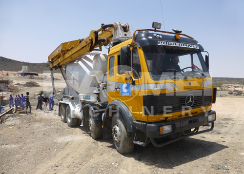 Somalia customer load experiment with the concrete mixer truck