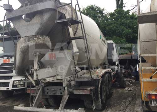 Somalia YHZS75 customers concrete mixer truck using the site